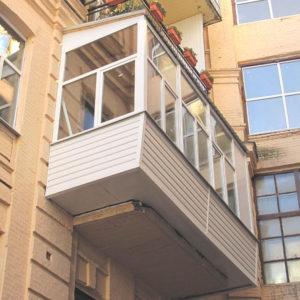 Остекление балкона с выносом по полу