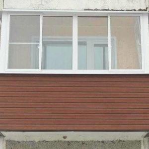 Отделка балкона снаружи сайдингом, остекление и ремонт внутри